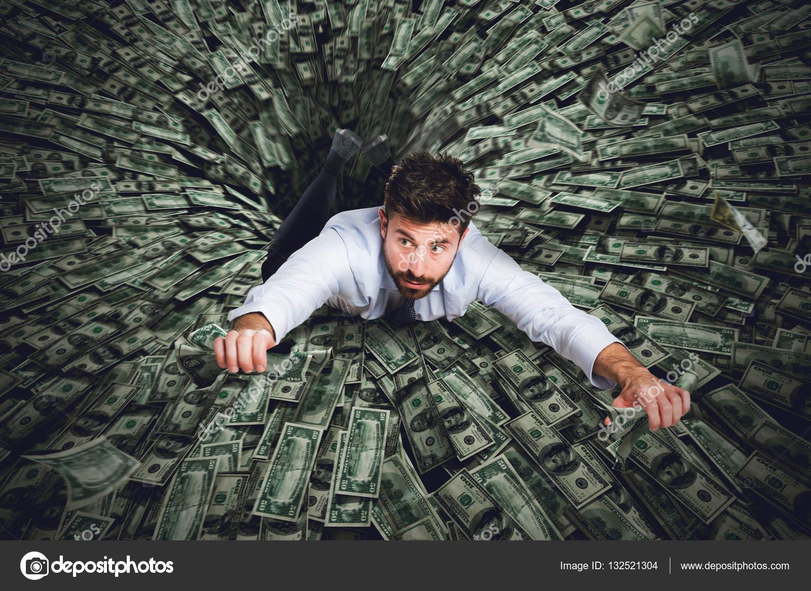 к чему снится занять деньги человеку